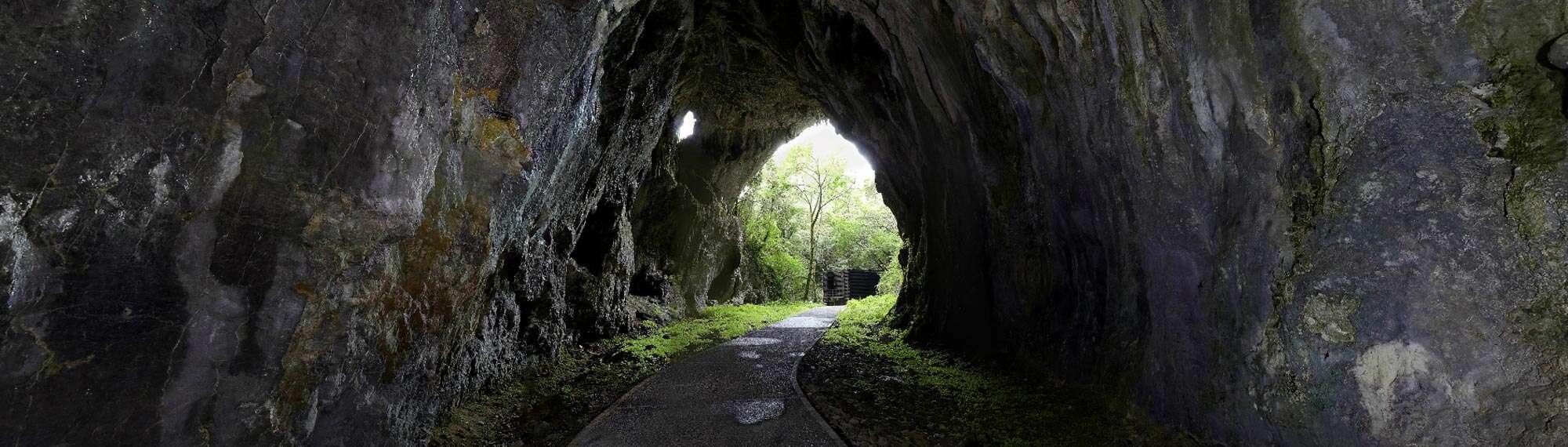 Cueva de Cullalvera (Ramales de la Victoria, Cantabria) · Senditur sendas rut...