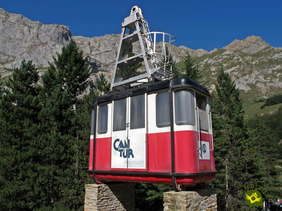 Old cab of the Cable Car of Fuente Dé