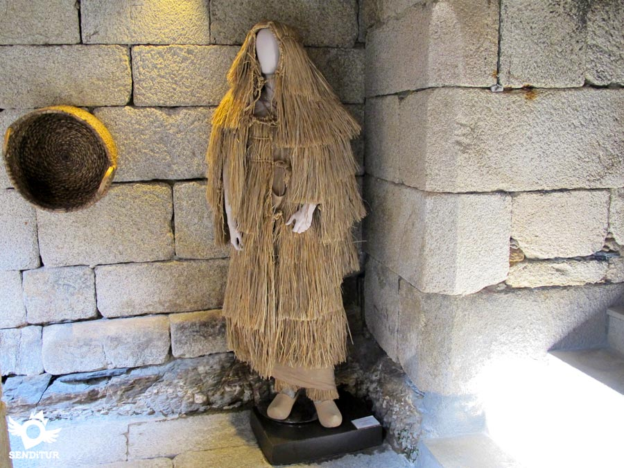 Armor and straw layer to protect against rain at the Museum Fortress of San Paio de Narla