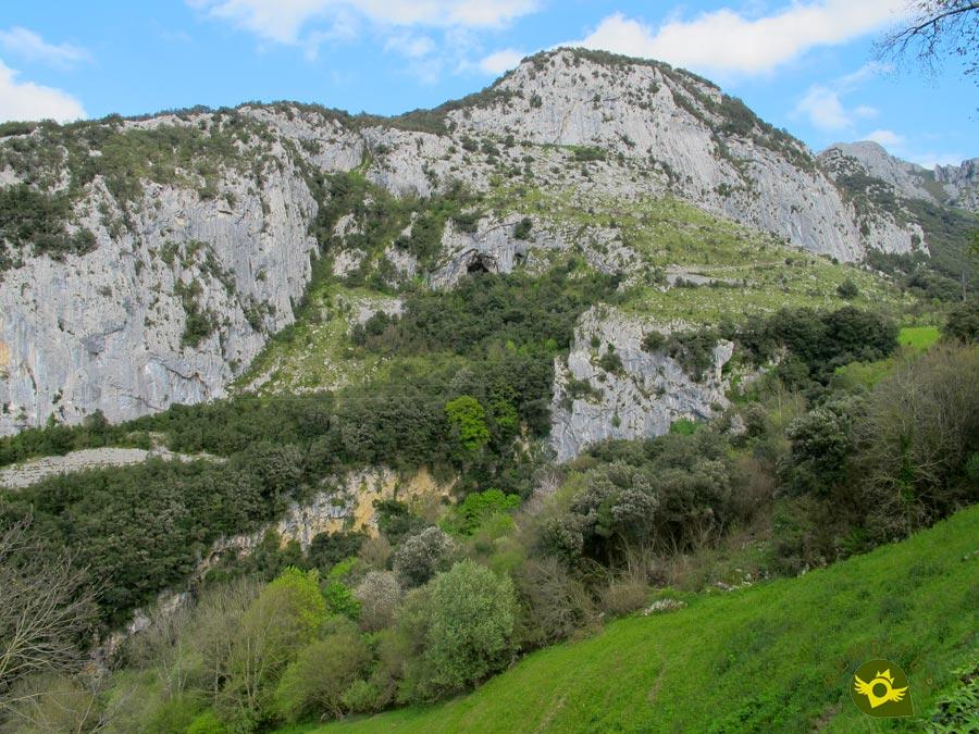 Cueva de Covalanas (Ramales de la Victoria, Cantabria) · Senditur sendas ruta...
