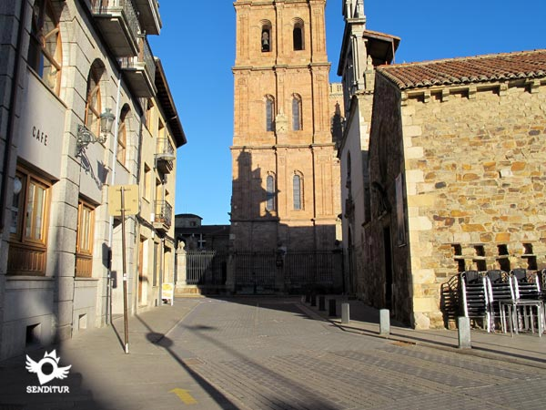 The itinerary goes towards the towers of the cathedral