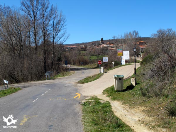 Take the access road to Rabanal del Camino