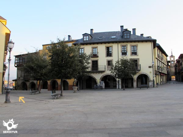 The stage 21 Ponferrada-Villafranca del Bierzo of the French Way begins by the street to the left of this square.