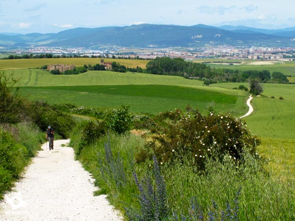 Long ascent from the uninhabited Guenduláin, with Pamplona-Iruña in the background