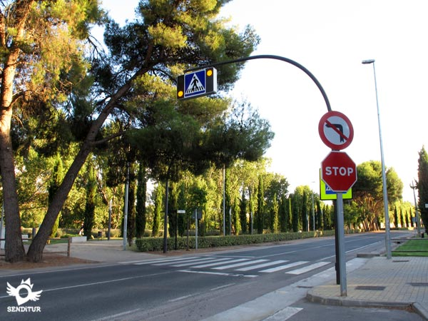 The route continues through the park next to the Ebro
