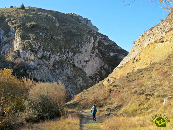 We approach the Oca Gorge