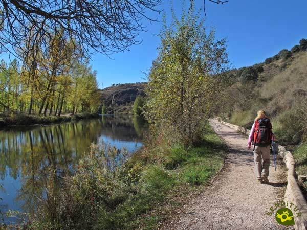 We continue along the right bank of the Duero River