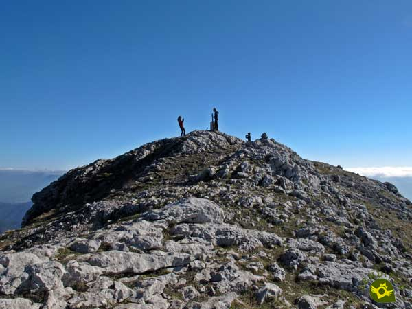 We reached the summit of the Aratz
